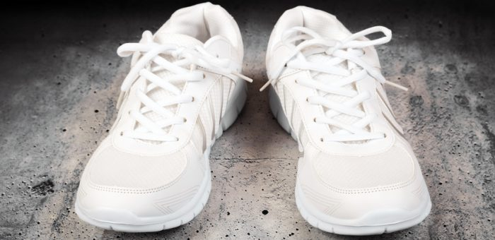 How to wash tennis shoes by hand or machine 4 easy peasy steps how to wash tennis shoes ccuart Gallery