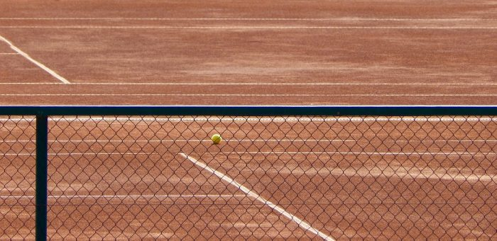 A tennis net and court