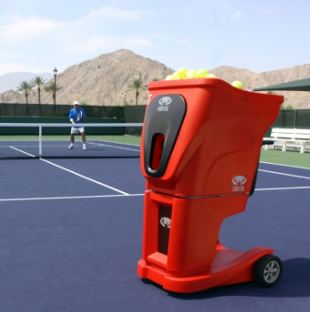 A Lobster tennis ball machine